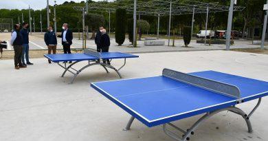 Instaladas dos mesas para hacer ping pong al aire libre en el Recinto Ferial de Guadiaro